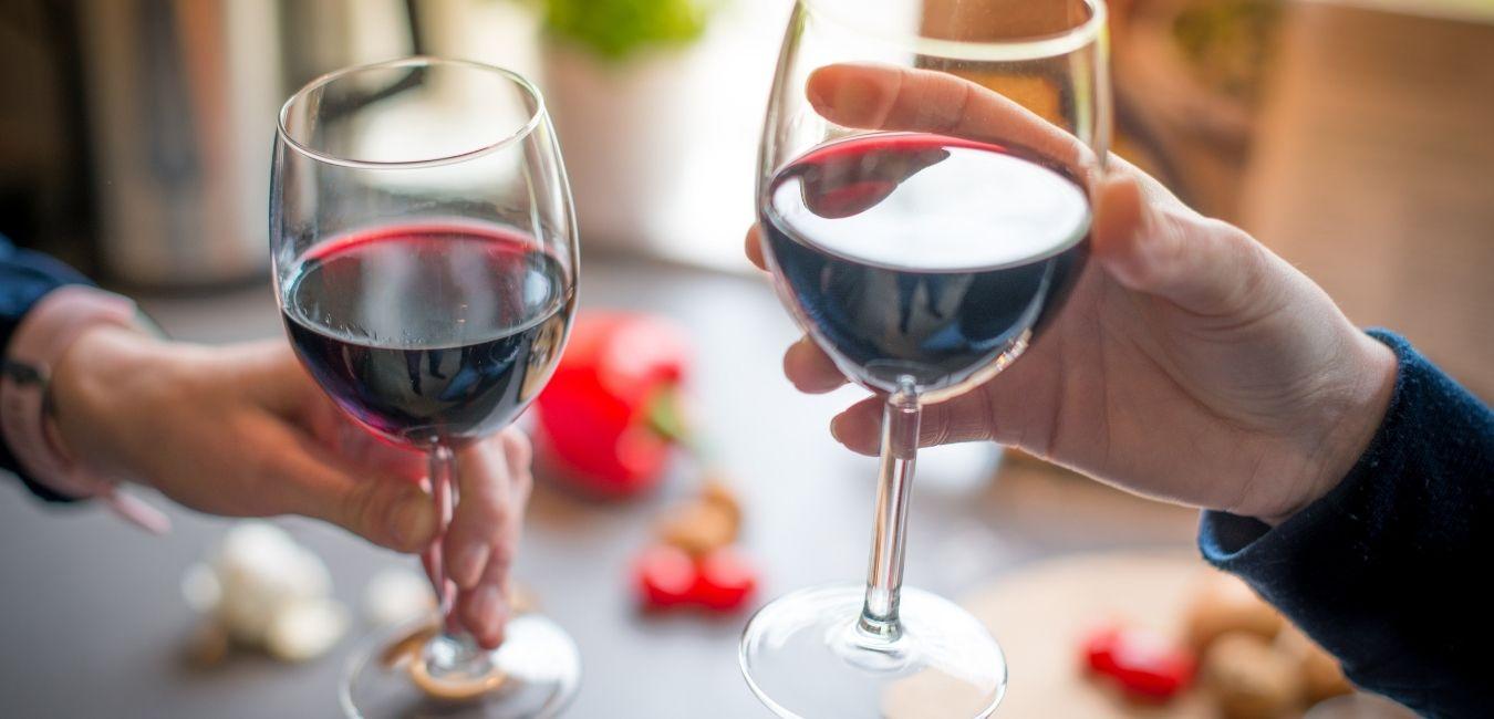 kvasci za crveno vino svezavino slika dve čaše crvenog vina